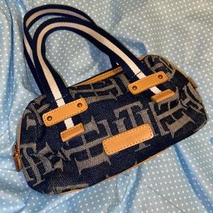 thrifted tommy hilfiger 2000's purse